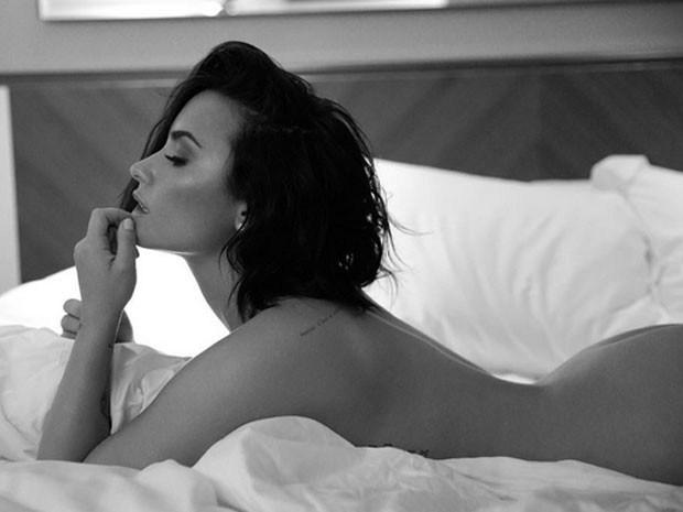 Demi Lovato sexy 2