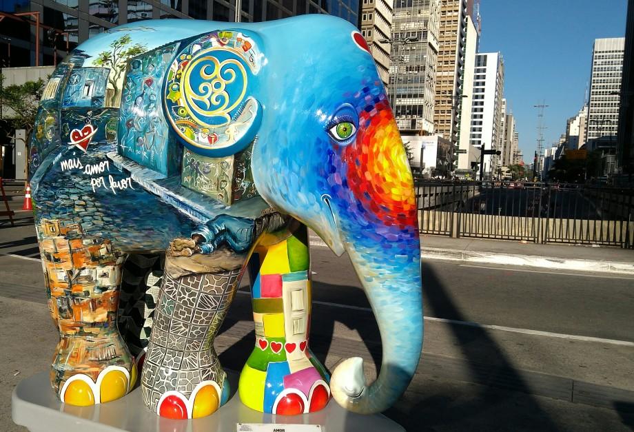 Veja o Elefante Amor da Elephant Parade