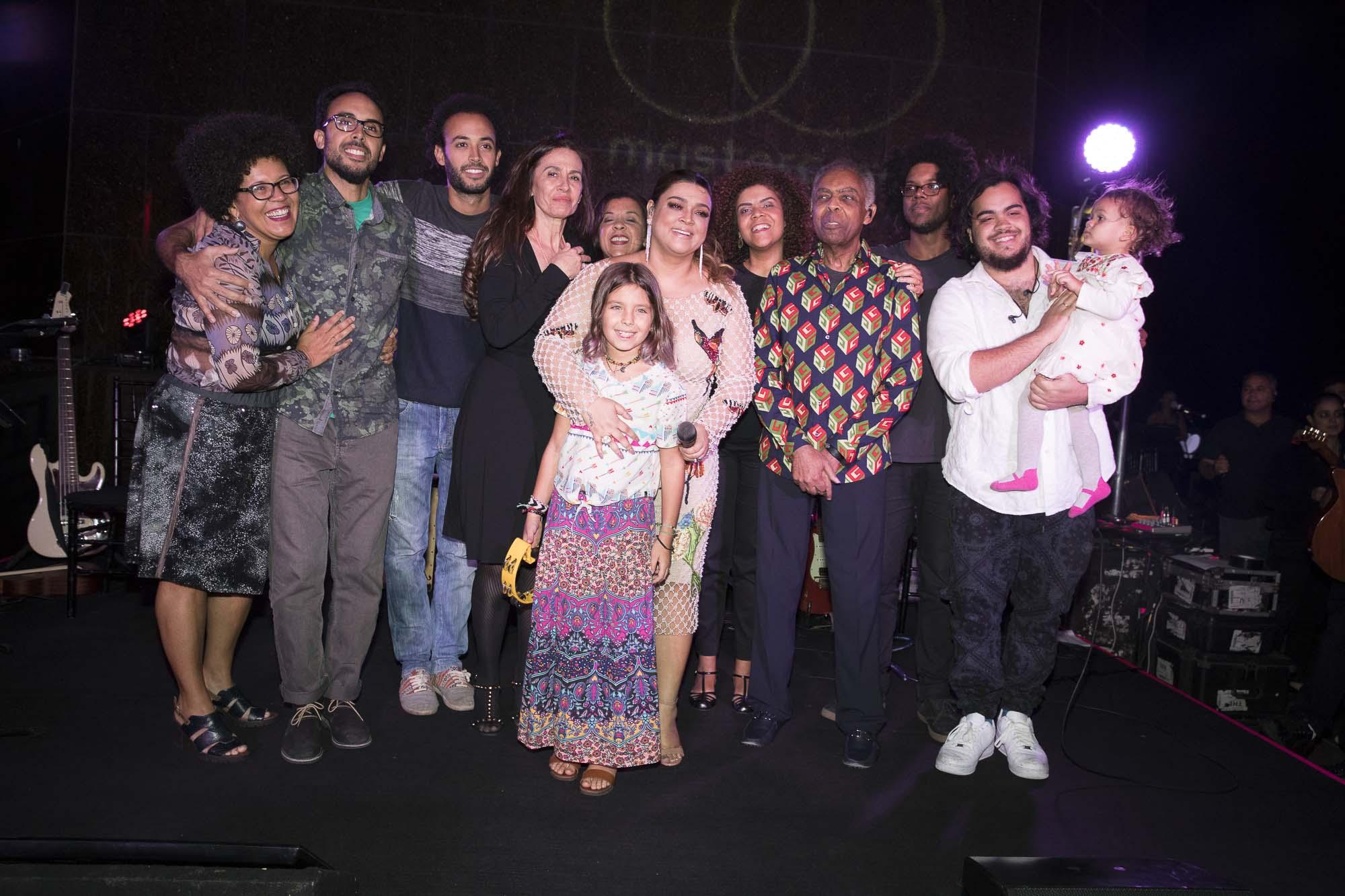 Familia Gil no palco Credito Felipe Panfili (2)