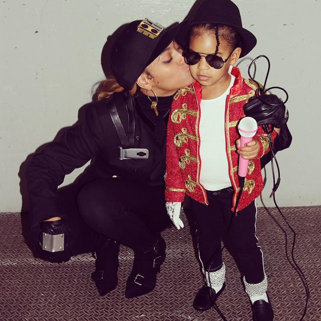 Beyoncé como Janet Jackson e Blue Ivy como Michael Jackson em 2014