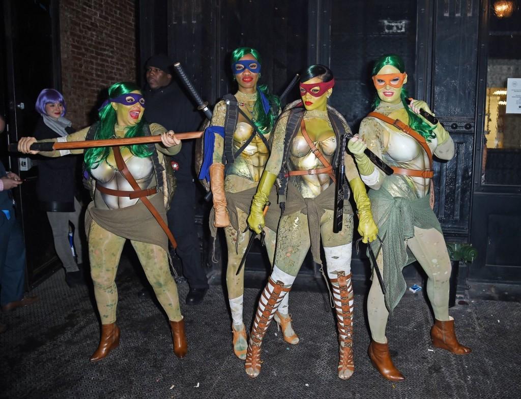 Rihanna e suas amigas como Tartarugas Ninjas em 2014