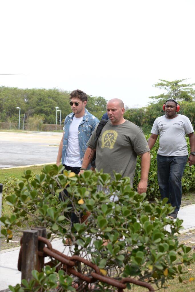 Niall Horan andando de helicóptero no Rio de Janeiro. Foto: Vinicius Marinho (Brazil News)