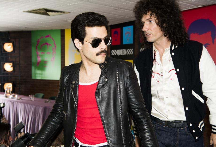 Rami Malek (Freddie Mercury) e Gwilym Lee (Brian May). Crédito da foto: Alex Bailey.
